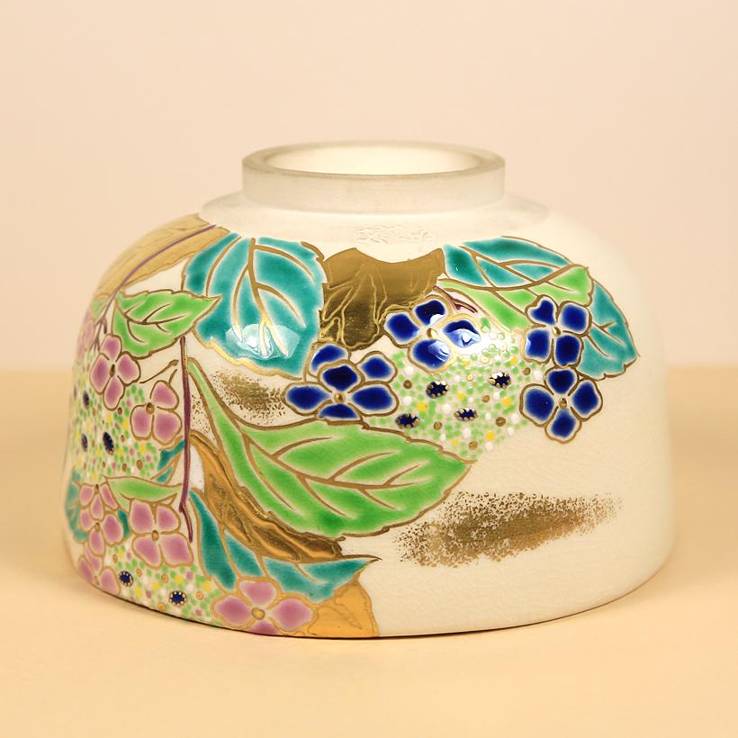 Vintage Matcha Bowl with Hydrangeas bottom