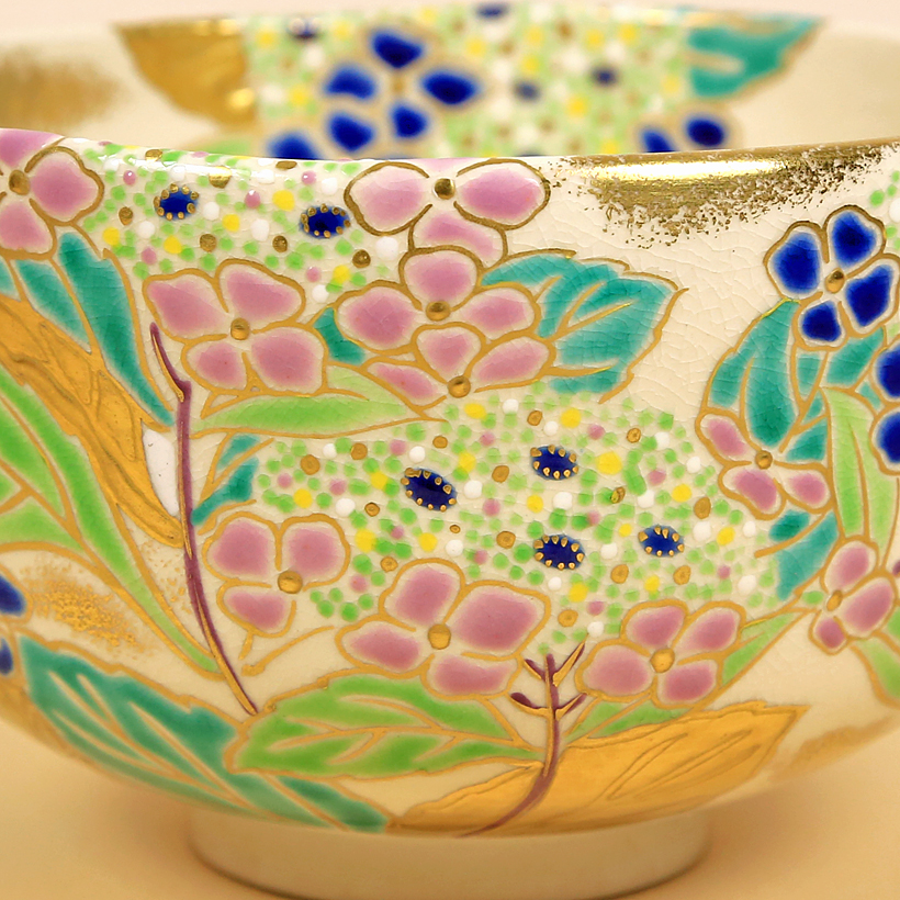 Vintage Matcha Bowl with Hydrangeas detail